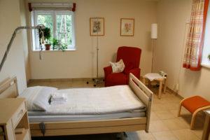 Im Salzburger Tageshospiz werden Patienten versorgt und am Abend wieder nach Hause gebracht.